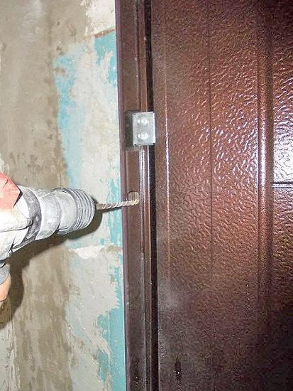 Установка уличной железной двери своими руками 61