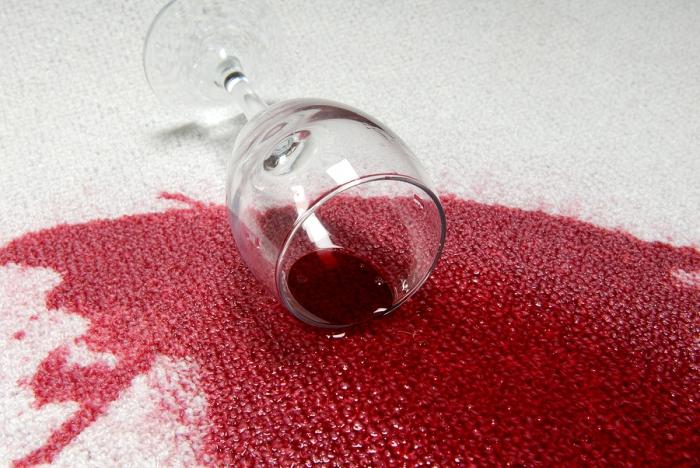 Як вивести плями від червоного вина  Способи видалення винних плям 0d2d5b4e14707