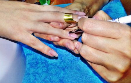 Как происходит наращивание ногтей гелем