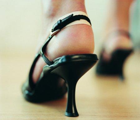 Як розношувати нові туфлі  Як розносити туфлі зі шкіри  1a91d4c951a3b