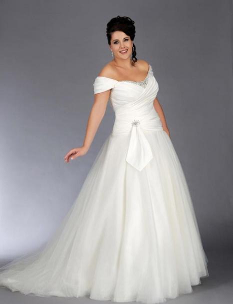 10ab0ef2b72de7 Весільне плаття для повних дівчат. Красиві фасони весільних суконь для  повних наречених