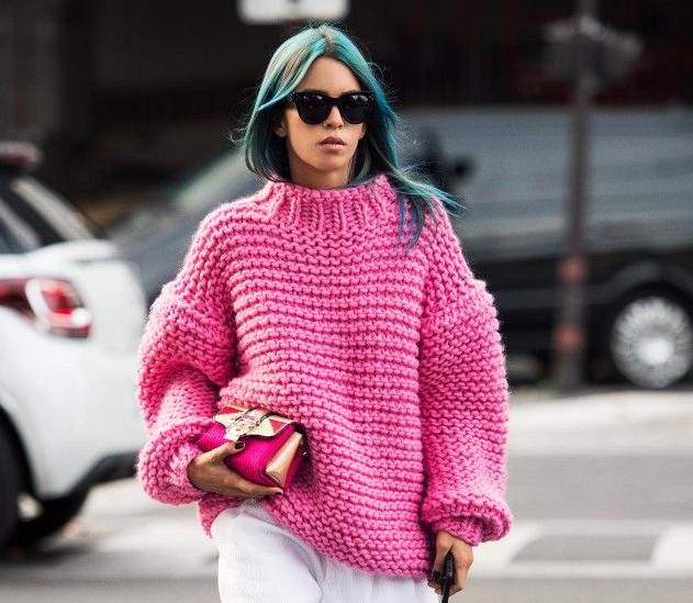 Жіночий светр в язаний спицями  схеми з описом 961452993d400
